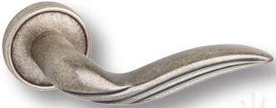 """Дверная ручка SYSTEM """"ELARA"""" HA130RO14 на круглой розетке OSM старое серебро"""